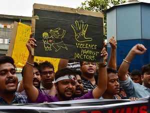 Kolkata: Striking doctors ready to meet CM Mamata Banerjee in media presence