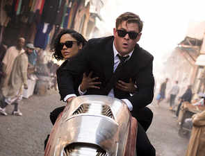 'Men in Black: International' review: Hemsworth and Thompson salvage the film