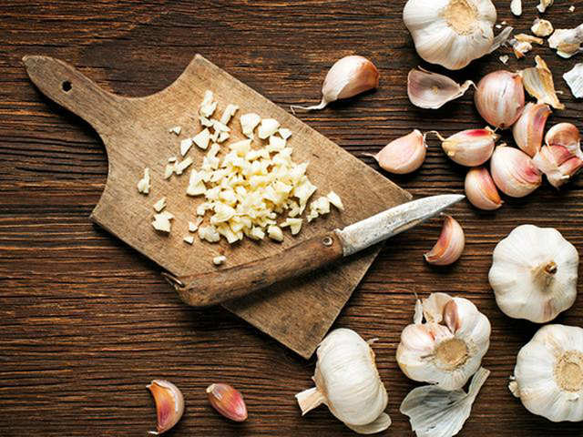 Is peeling garlic your worst nightmare? This hack is a hit on social media