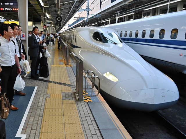Image result for जापान में एक घोंघे की वजह से रुकी दर्जनों ट्रेनें, 12 हजार यात्री हुए लेट