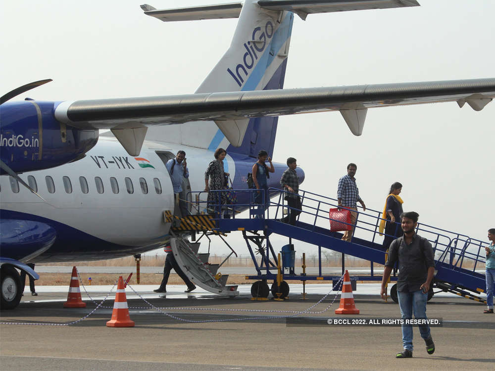 IndiGo Mumbai-Jaipur flight makes emergency landing after oil leak