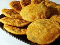 Steamy samosas, endless queues & tax troubles: Kachori-seller Mukesh earns over Rs 60 lakh every year