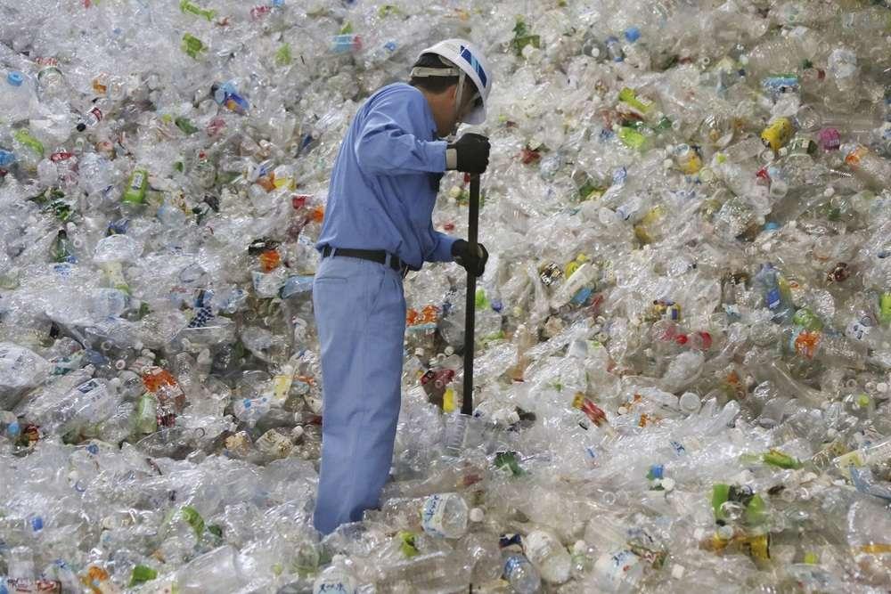 New Zealand bans single-use plastic bags