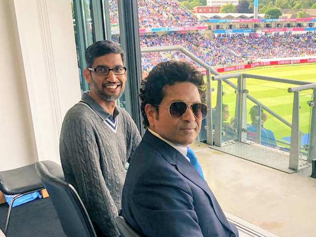 Sundar Pichai (L) and Sachin Tendulkar (R) were all smiles in the image.