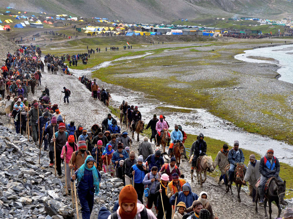 15th batch of 3,967 pilgrims leaves Jammu for Amarnath Yatra