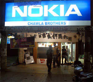 Nokia installs server in India; BlackBerry may face pressure