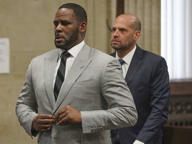 R Kelly heads to New York for racketeering and sexual abuse charges