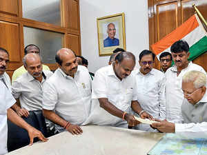 kumaraswamy-resign