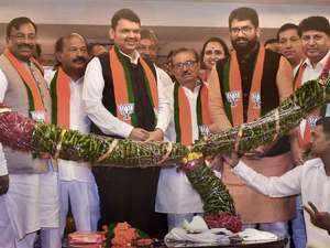 Shivendra Bhosale, Sandeep Naik & Chitra Wagh join BJP in presence of Devendra Fadnavis