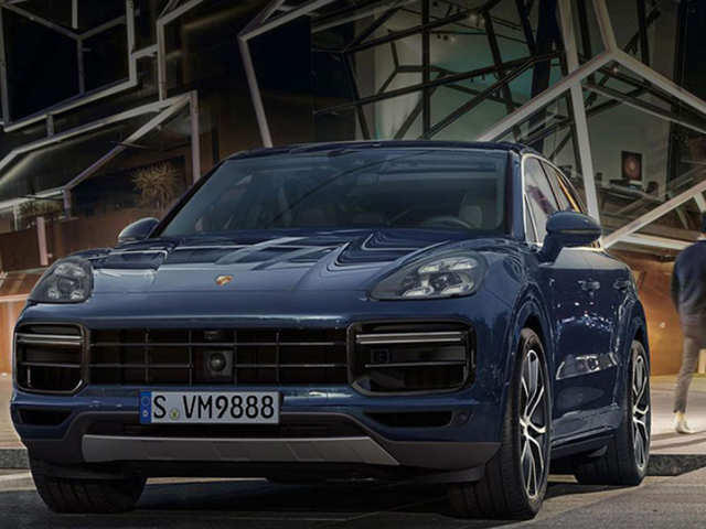With heated seats & auto-dimming mirrors, the 2019 Porsche Cayenne S is a luxuriously-convenient drive