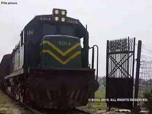 Pakistan suspends Lahore-Delhi Samjhauta Express train service