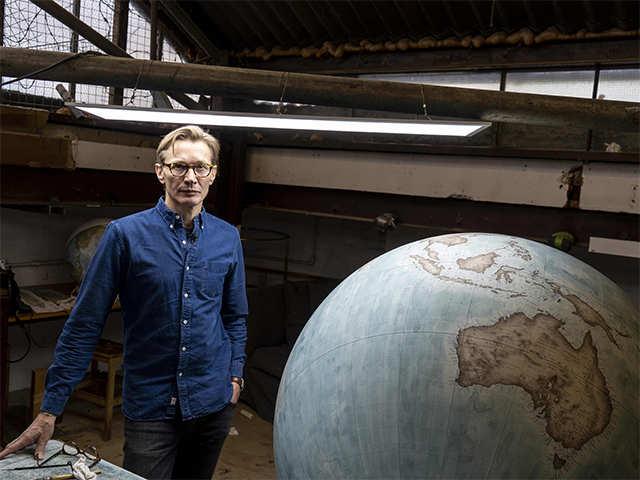 In a London workshop, artisans craft bespoke globes - Globe builder