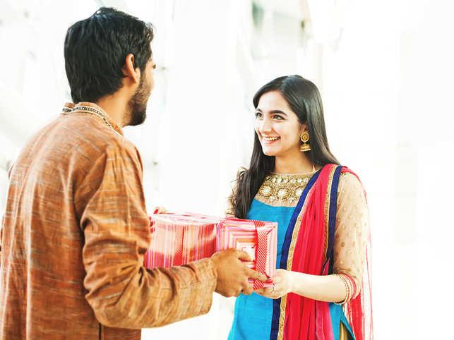 rakhi gift1