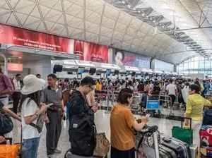 Hong Kong airport grinds to halt