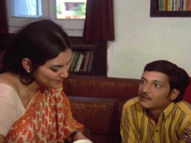 ​Palekar and Sinha starred in popular movies like 'Rajnigandha', 'Chhoti Si Baat' and 'Safed Jhooth'. ​