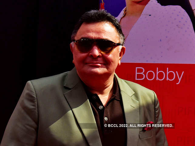 Rishi Kapoor said on Twitter that his anthem was played in a salon while getting a haircut. ​
