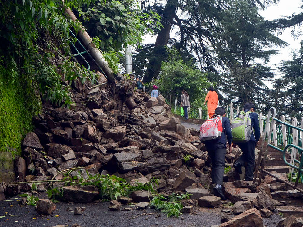 Heavy rains to continue in Himachal, over 500 stuck