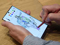 Samsung launches Galaxy Note 10, 10 Plus with no bezels, in-display fingerprint sensor; devices to come with S Pen