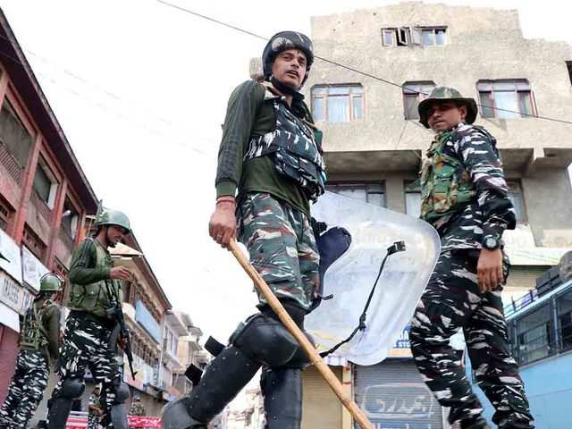 Pakistan says many offers of mediation on Kashmir, but progress possible only if India accepts