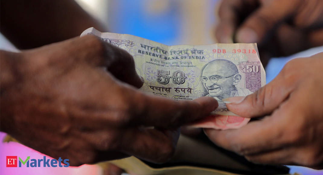 Rupee weakens to 72 against US dollar for first time in 2019
