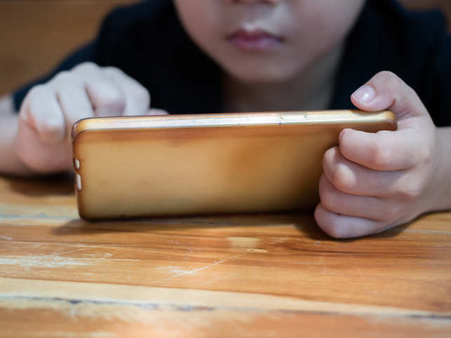Popular myth debunked: Playing with smartphones may not harm your child's mental health