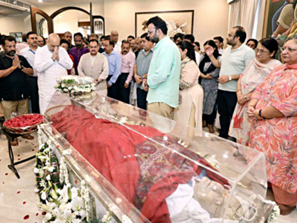 Politicians, India Inc pay tributes to Arun Jaitley