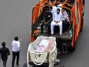 Arun Jaitley's final journey begins, mortal remains being taken to Nigambodh Ghat