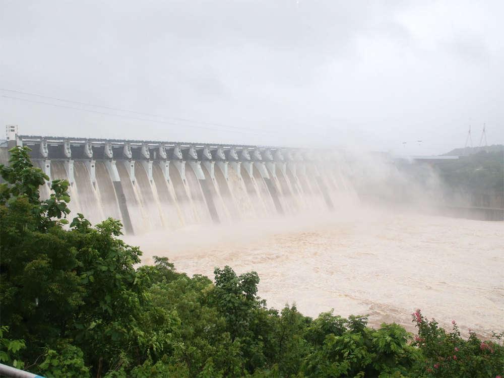 Sardar Sarovar Dam water level rises, MP village set to vanish