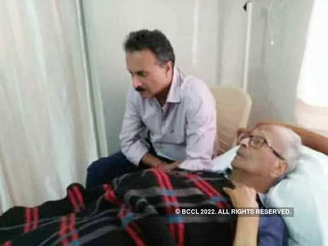During the 2017 I-T raid, VG Siddhartha (L) was tending to his 94-year-old father Gangaiah Hegde (R) who was in frail health. 