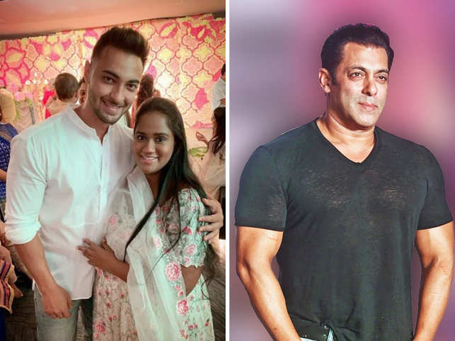 Salman Khan attends Ganesh Utsav at sister Arpita's home with family