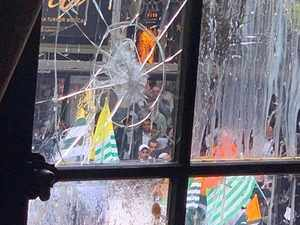 Fresh violent protests by Pakistan supporters on Kashmir at Indian High Commission in London