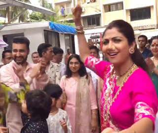 Shilpa Shetty bids adieu to Lord Ganesh; dances with hubby, son during visarjan