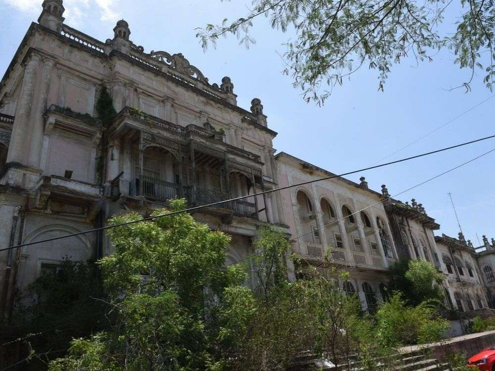 Telangana HC orders against demolition of Errum Manzil