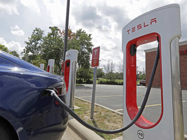 Tesla turns super-efficient, plans to create cars that run on lithium-ion batteries