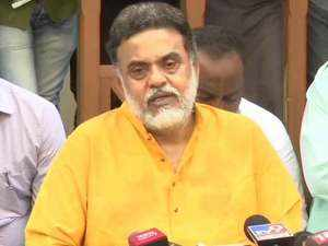 Will resign from party if I am not heard: Sanjay Nirupam, Congress