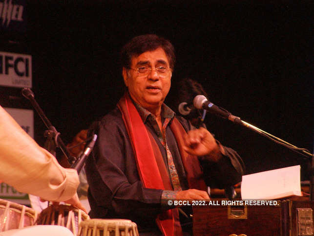 Tributes pour in for music maestro Jagjit Singh.