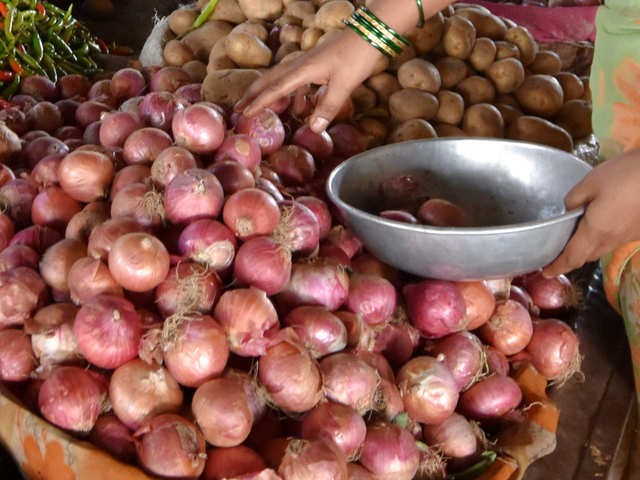 In times of skyrocketing onion prices, what would Birbal's rival Mulla Do-Piyaza do?