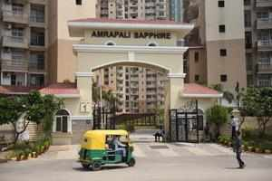 The Supreme Court-appointed receiver has instructed the Noida Authority to execute the registry of 454 flats in Amrapali Sapphire Phase 1 in Sector 45.