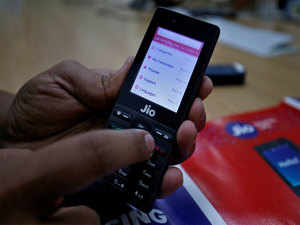 Reliance Jio adds 8.4 million users in August; Airtel, Voda Idea lose: Trai