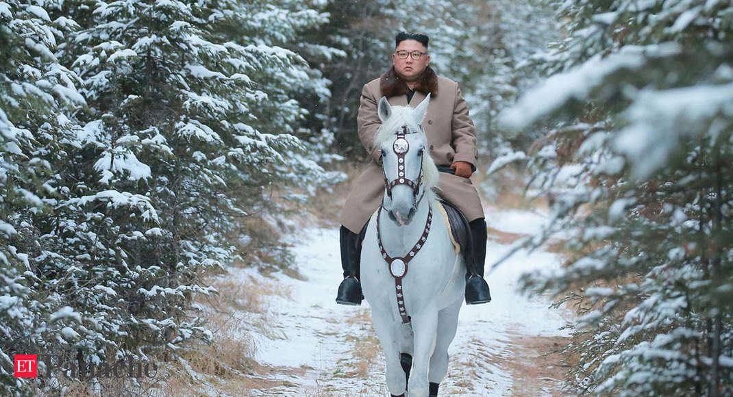 Bill Clinton When Kim Jong Un Putin And Other World Leaders Didn T Miss A Chance To Go Horseriding The Economic Times