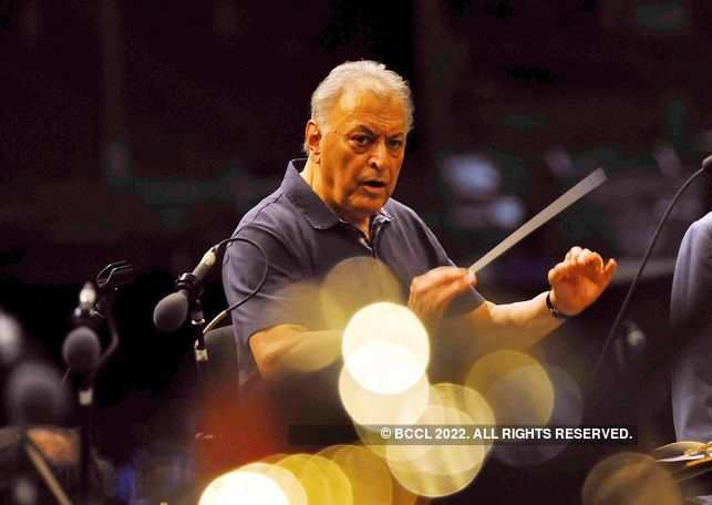 ​Born in Mumbai, Zubin Mehta grew up in a musical environment. ​