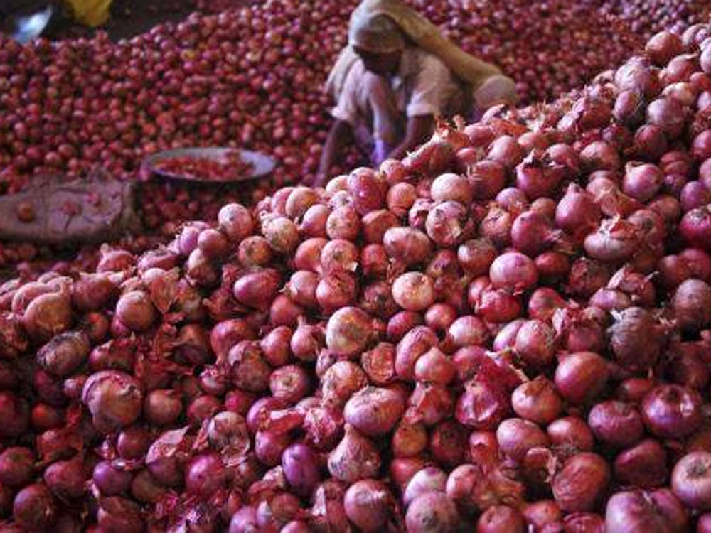 Bangladesh urges India to lift export ban on onion