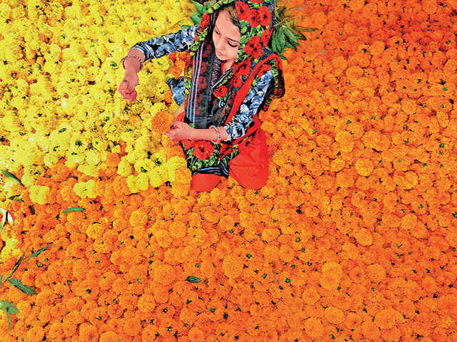 This Diwali, say 'No' to plastic by opting for eco-friendly floral decorations