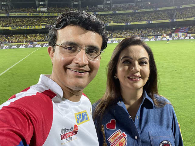Sourav Ganguly (L) and Nita ​Ambani were at the opening ceremony of the sixth edition of ISL in Kochi​.