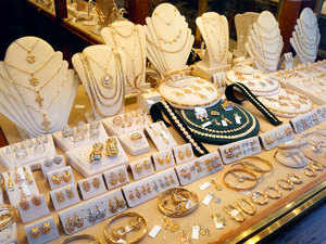Gold trade, investors in tizzy as jewellery retailers remain uncontactable