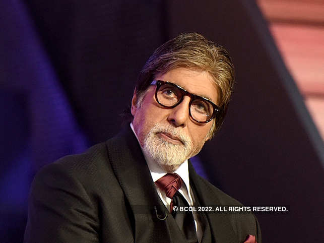 In his blog, Amitabh Bachchan addressed the doctors as 'the stethoscope dressed messengers from heaven'. 