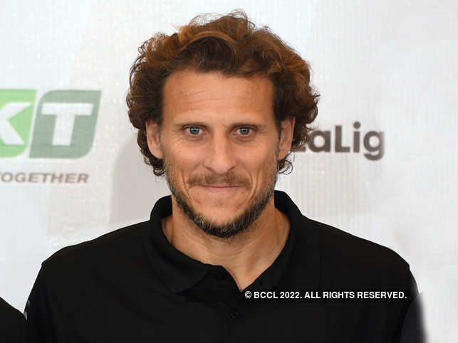 Diego Forlán has resumed his long-standing affair with his first: Tennis.