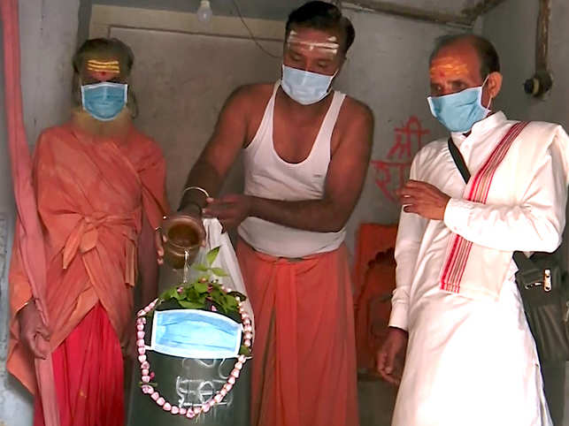 ​Priest perform the ritual as 'Shivling' is covered with mask after air quality worsens in Varanasi.