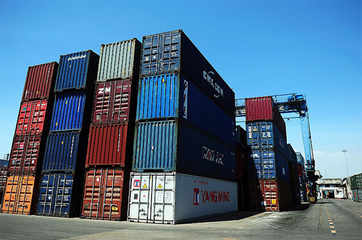 Exports contract 1.11% in Oct, trade deficit at $11.01 bln
