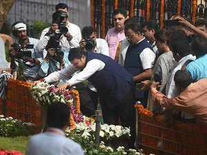 Mumbai: Devendra Fadnavis, BJP leaders pay tribute to Balasaheb Thackeray